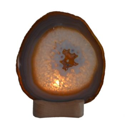 Achat-Scheibe lila vilolett mit Holz-Teelichthalter zur Aufnahme einer Kerze und Beleuchtung der Achatscheibe mit einem Kerzenlicht von hinten V1