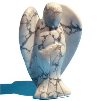 Howlith Engel, Glücksbringer