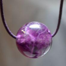 Kugel Anhänger Fluorit violett mit Lederband